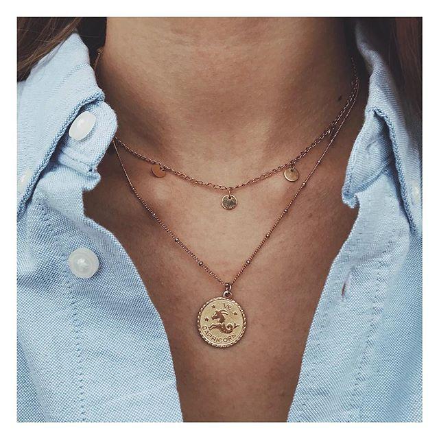 Petit collier doré à l'or fin représentant chaque signe