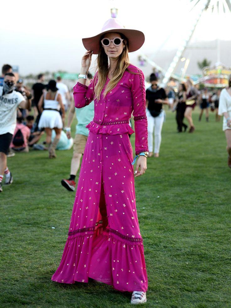 Abgefahrener Look für ein Festival, aber wir sind ja hier auch bei Coachella und da steht neben der Musik auch der Style im Vordergrund. Was sagt ihr zu diesem Festival-Outfit: Hot or not?