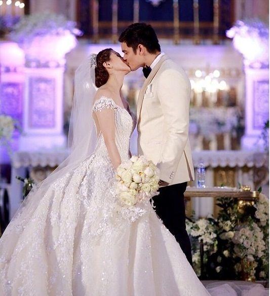 Le nozze di Marian Rivera e Dingdong Dantes che ha unito i due attori filippini il 30 dicembre 2014 è stato definito il matrimonio reale dell'anno.