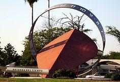 ROTONDA DEL TIEMPO Ubicada en la entrada a la ciudad de Montemorelos. Es una impactante escultura que muestra un reloj de sol que invita a la reflexión del paso del tiempo en nuestra vida al manejar por las calles.