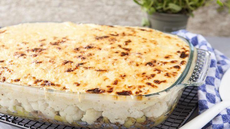 Ovenschotel met gekruid lamsgehakt, bloemkool, prei en kaassaus  | VTM Koken