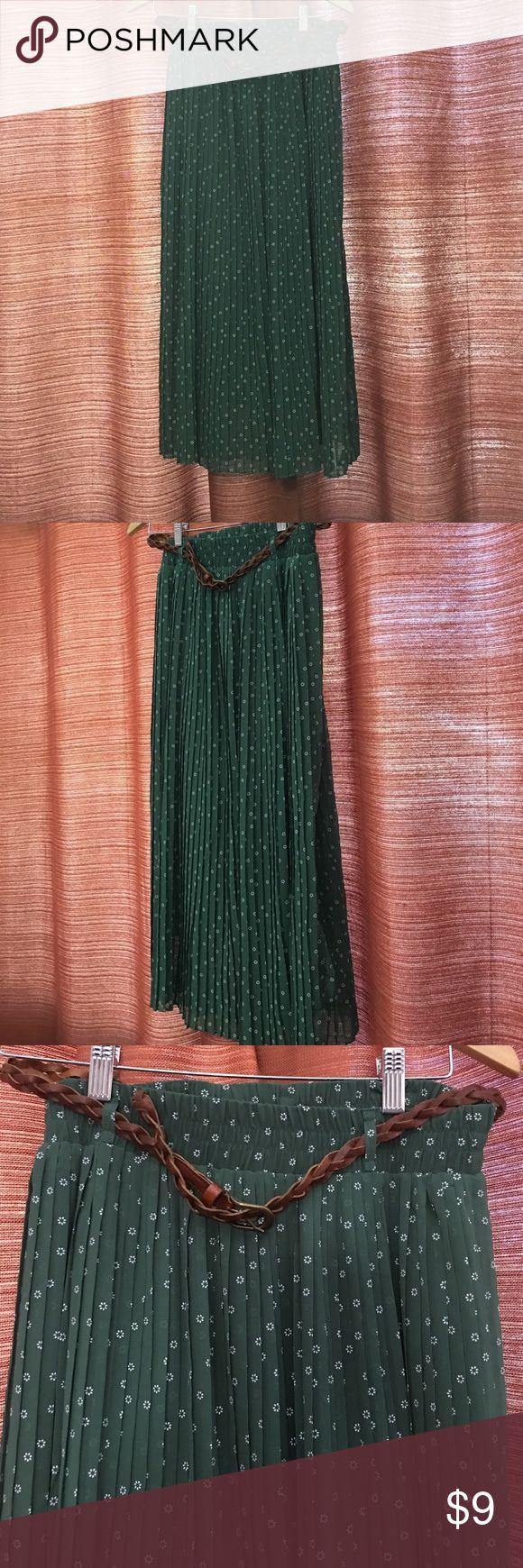 Forever 21, XXI green pleated midi skirt, size Med Forever 21, XXI green pleated midi skirt, size Med Forever 21 Skirts Midi