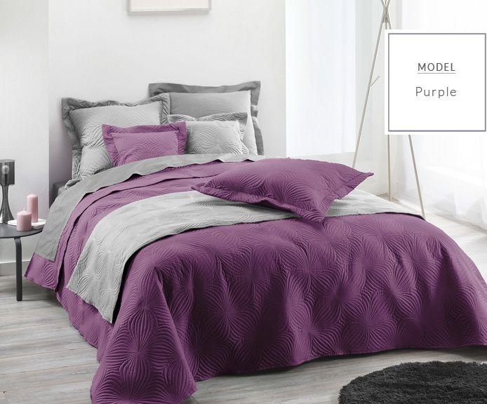 Luxusní fialové přehozy a deky na postel