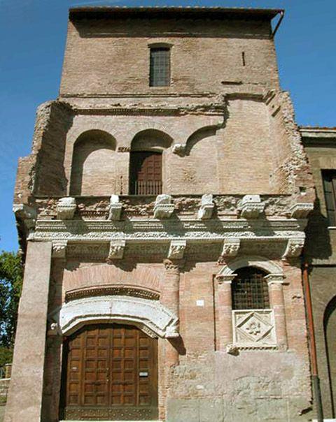 Casa dei Crescenzi (1040-1065) Via L. Petroselli 54 - near Bocca della Verità