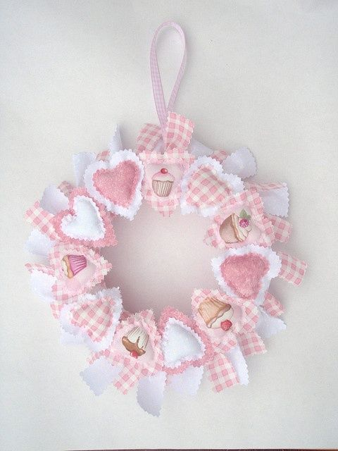 pink cupcake heart wreath by dreamstar1904, via Flickr: