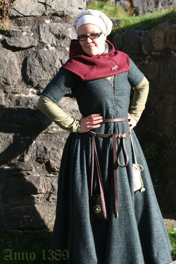 Beautiful 14th Century Inspiration. The hood she is wearing looks like the Norse version with rectangles and square vs the curve over the shoulders. That is diamond twill wool fabric too!
