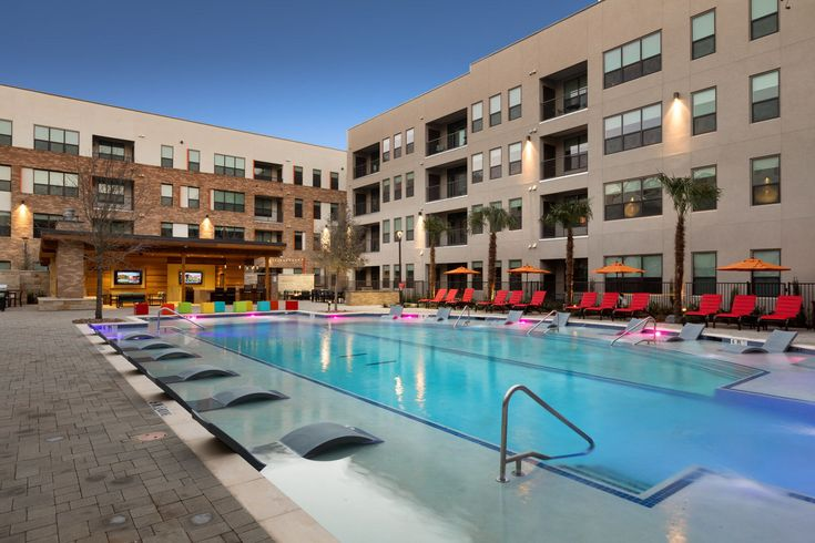 The pool at AMLI on Aldrich has loads of in-pool and pool deck seating to accommodate residents and their guests at this Austin apartment community.