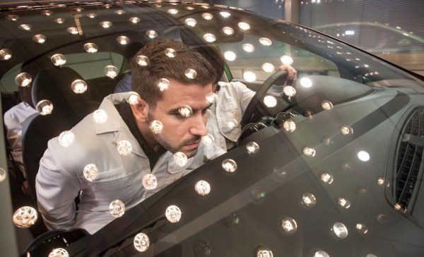 De profesión: olfateador de coches para conseguir el olor a coche nuevo