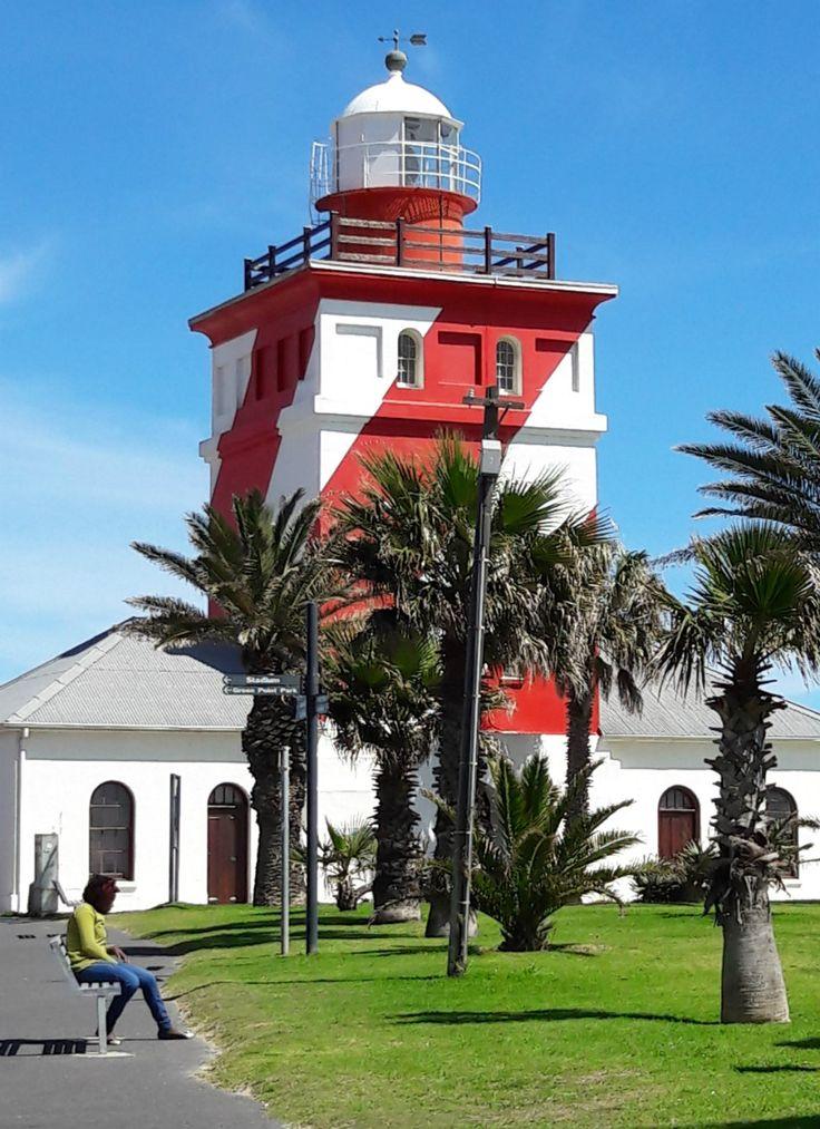 Ga je naar Kaapstad? Doe als de locals en ga lekker wandelen over de promenade bij Seapoint. Je hebt er een mooi uitzicht over zee en Robbeneiland. Bekijk alle tips over Kaapstad.