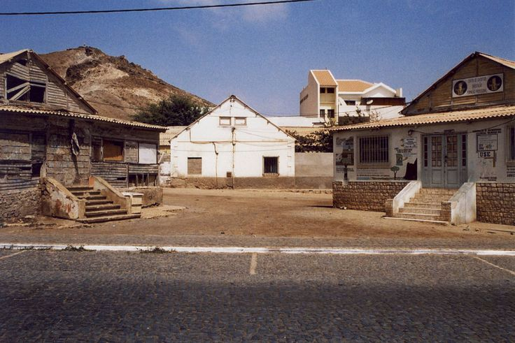 https://flic.kr/p/FNFag1 | Espargos. | Ilha do Sal. (35mm) | by Samuel Musungayi.  Captured with a Nikon FM and a roll of Kodak Gold 200. | CanoScan 8600F.  Espargos, Ilha do Sal.  Cabo Verde.