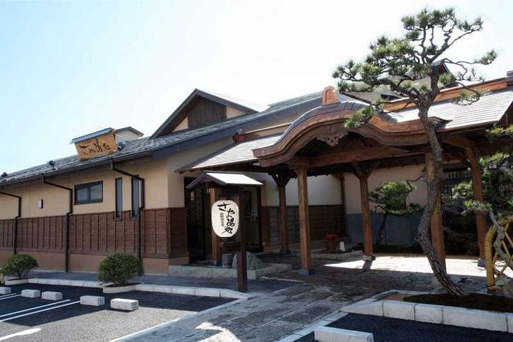 下町風情を残す板橋区にある天然温泉。都内では珍しい、ウグイス色のにごり湯で源泉かけ流し。電気風呂や立ち湯、寝湯も人気。日本の四季をイメージしたルームで行う岩盤浴は新陳代謝を促進する。