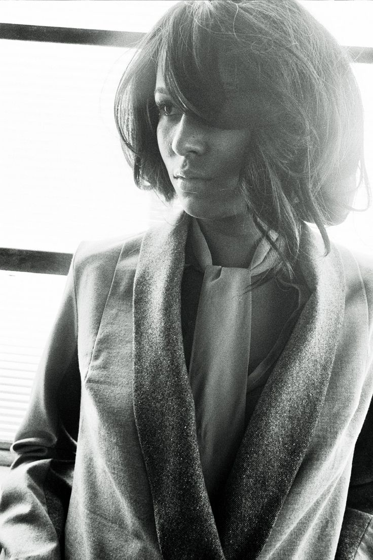 Emanuelle - Light grey stretch-wool blazer with contrasting charcoal grey sleeve and shawl lapel detail. Images copyright (c) Scarlett Cunningham. All rights reserved).