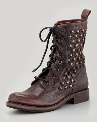 Just like on furniture, studs add an impeccable detail on these boots.