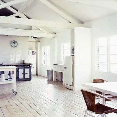 Witte geschilderde vloeren | villa d'Esta | interieur en wonen