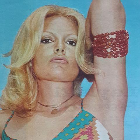 10 haziran 1972 (Ses dergisi) Ajda Pekkan Paris seyahati öncesi Bebek sahilinde…