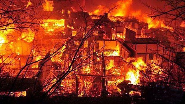 香格里拉县独克宗古城发生火灾,古城是茶马古道上的重镇和滇藏公路必经之路。2014年1月11日