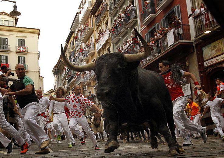 Забег быков и людей на фестивале Сан-Фермин