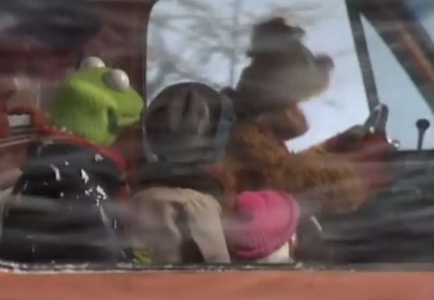 """57 Great Unanswered Questions From """"A Muppet Family Christmas"""""""