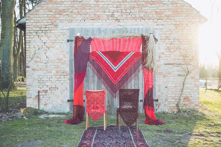 BACKDROP - Hochzeitsdeko- rot via TIPIYEAH. Click on the image to see more!