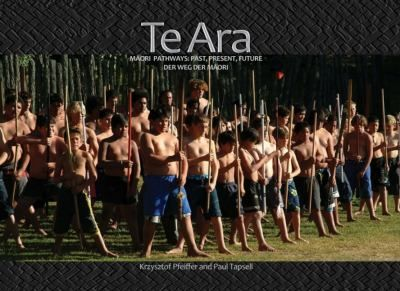 Stunning photos and insightful text in English, Māori and German provide a concise overview of the past, present and future for Māori. After a general introduction to Māori history, Te Ara focuses on iwi in five regions Hokianga, Peowhairangi (Bay of Islands), Tāmaki Makaurau (Auckland), Waiariki (Rotorua-Taupo) and Murihiku (Otago-Southland).