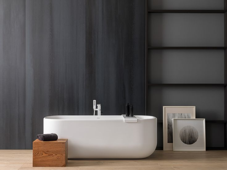 #Tendencias de #interiorismo en #baños; #Revestimientos con tonalidades oscuras para espacios frescos llenos de vida.Descubre todos los detalles de la #combinación del gres #porcelánico XLIGHT de URBATEK con la cálida madera cerámica PAR-KER® de #PORCELANOSA. Como complemento, el equipamiento de #baño de #KRION y #Noken. - #Minimalist #Design #Modern #White #Black #Concrete #Cemento