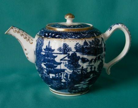 Caughley Porcelain Teapot & Sucrier