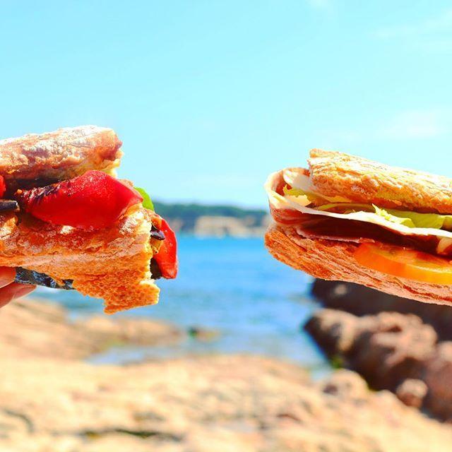 Difícil elección  ➖➖➖➖➖➖➖➖➖➖➖➖➖➖ difficult decición  #foodblogfeed @foodblogfeed #foodart #beautifulcuisines #bestfoodworld #picoftheday #natural #nature #picturef #love #foodphotografib #fooddeco #quiensepica_ajoscome #gastronomia #gastrovictims #foodie #top_food_of_instagram #foodgawker #thekitchn #food52 #tastespotting #food #cook #cuina #regram #playa #beach #sandwich @thefeedfeed