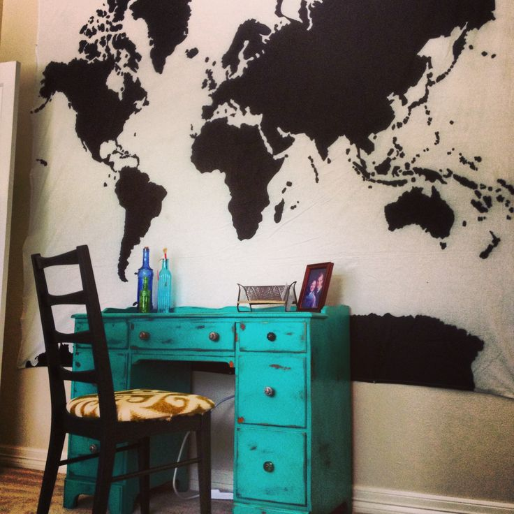Love the world map on the wall. Although I would change that to like Westeros. Or Middle Earth. You know, something Geeky ;)