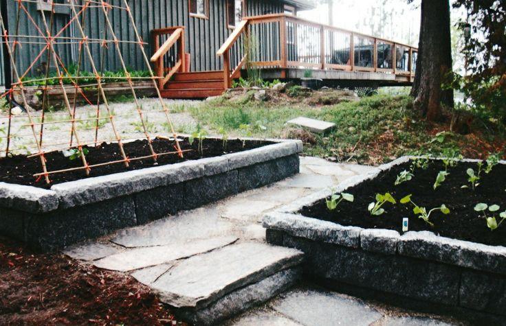 http://www.gordonbartleyconstruction.com/ Raised beds