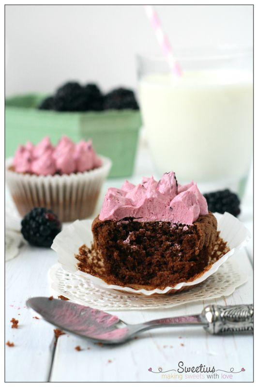 Cupcakes Σοκολάτας με Βατόμουρο | Chocolate Blackberry Cupcakes