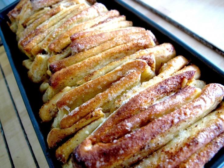 """fantastiske søte """"brød"""" med masse kanel ogsukker"""