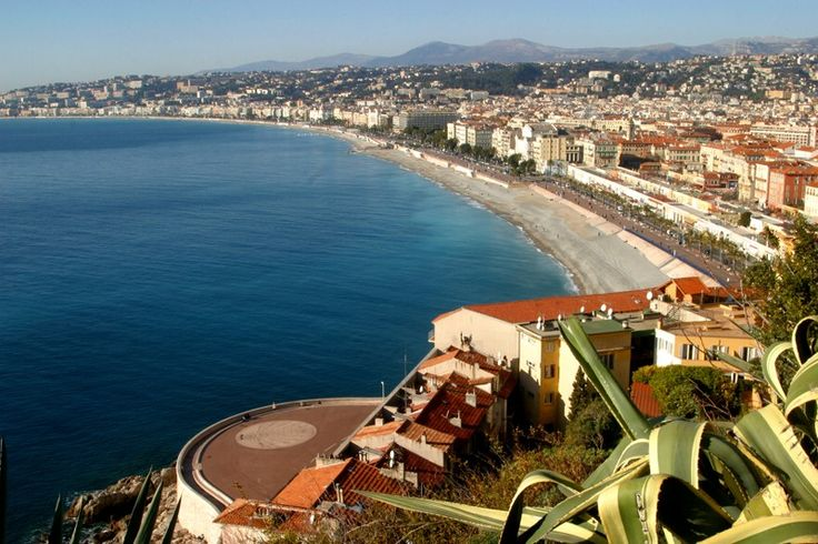 Nice capitale de la Côte d'Azur : patrimoine culturel, Baie des Anges et Place Massena à Nice Côte d'Azur
