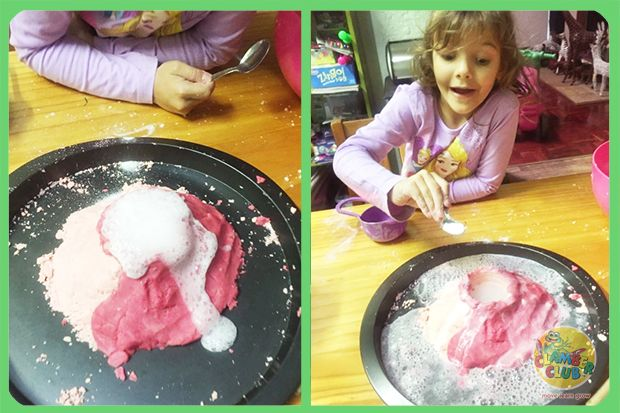 This week when I asked my daughter what baking activity she would like to do, she decided that playdough had to be involved somewhere! We decided to make one of our absolute favourites – PLAYDOUGH VOLCANOS!