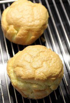 """Ich habe Euch schon einmal die Oopsies und ein """"richtiges"""" Low Carb Brot vorgestellt. Beides lecker und für die Oopsies gilt auch, dass sie sehr einfach zu machen sind. Nach Brot sehen …"""
