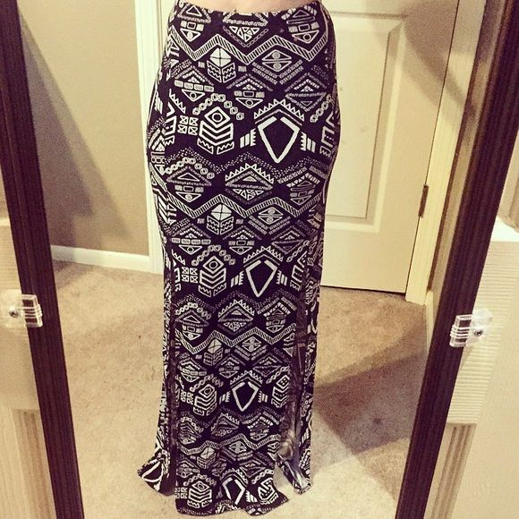 Cute Maxi Skirt Sassy black and white patterned maxi skirt with two knee high slits. Gently used. Great condition. Only worn once. Skirts Maxi