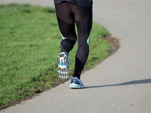 Maak bewegen leuker in 2013 met RunKeeper. De gratis app houdt via de GPS-functie in je smartphone exact bij hoe snel je gaat, welke afstand je hebt afgelegd en berekent aan de hand van die gegevens hoeveel calorieën je verbruikt.