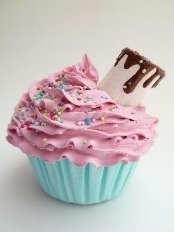 Gorgeously delicious-looking FAKE cupcake by shimrita!