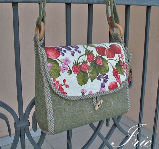 Photo tutorial - It seems a little complicated (i am very new in this...) but i love this purse!! I need to make it!!!!!