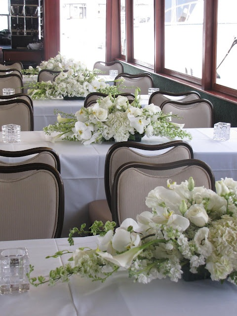 White Hydrangea and roses and calla lilies centerpiece~~~~ have to replace the roses with something else but very pretty