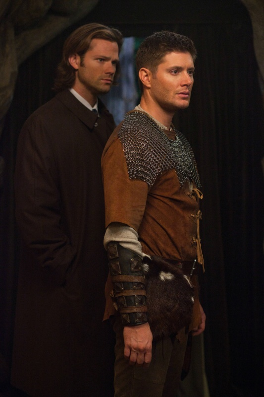 Dean in chain mail. Life will never be the same. [PHOTOS] Supernatural Season 8 Spoilers — Dean and Sam LARPing Costumes - TVLine