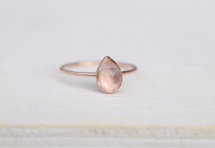 Verlobungsringe - 585 Rosègold Ring mit weißem Mondstein - ein Designerstück von Anikra bei DaWanda
