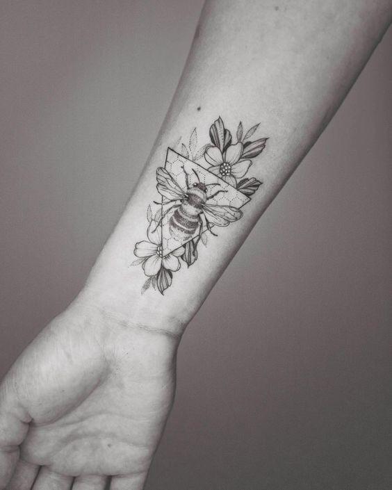Ich mag den Stil des Hintergrunds von diesem; viel natürlicher als das übliche… – Tattoo