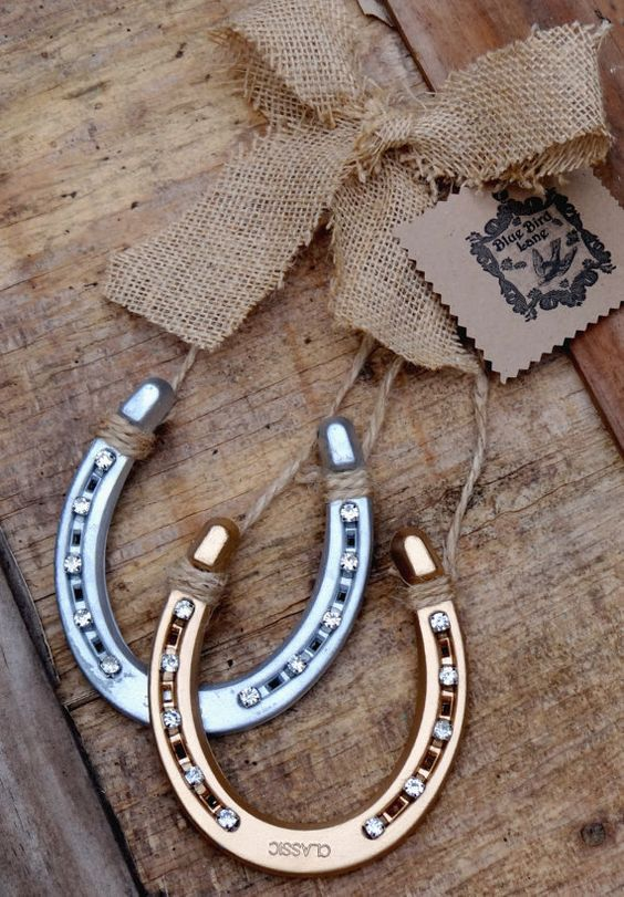 Metallic Lucky Diamond Horseshoe Wall Decor in Gold or Silver / http://www.deerpearlflowers.com/rustic-farm-wedding-horseshoe-ideas/