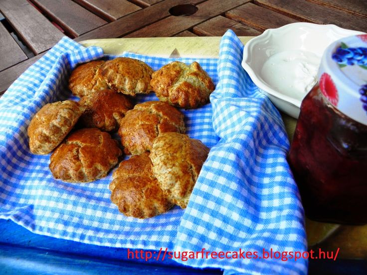 sugarfreecakes: Strawberry scones with whipped cream