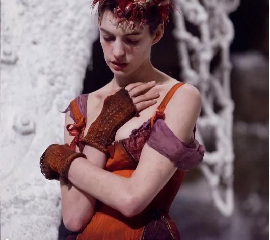 Anne Hathaway como Fantine en la película Los Miserables de 2012      Fantine, personaje creado por Victor Hugo, es uno de aquellos que fas...