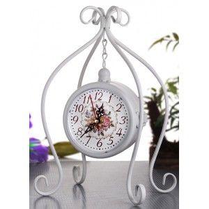 Masa Saati 30 x 19 x 15 cm.  ÜRÜN ÖZELLİKLERİ  Ebat: 30 x 19 x 15 cm. Ferforje Lüx Çift Taraflı Masa Saati Renk: Beyaz