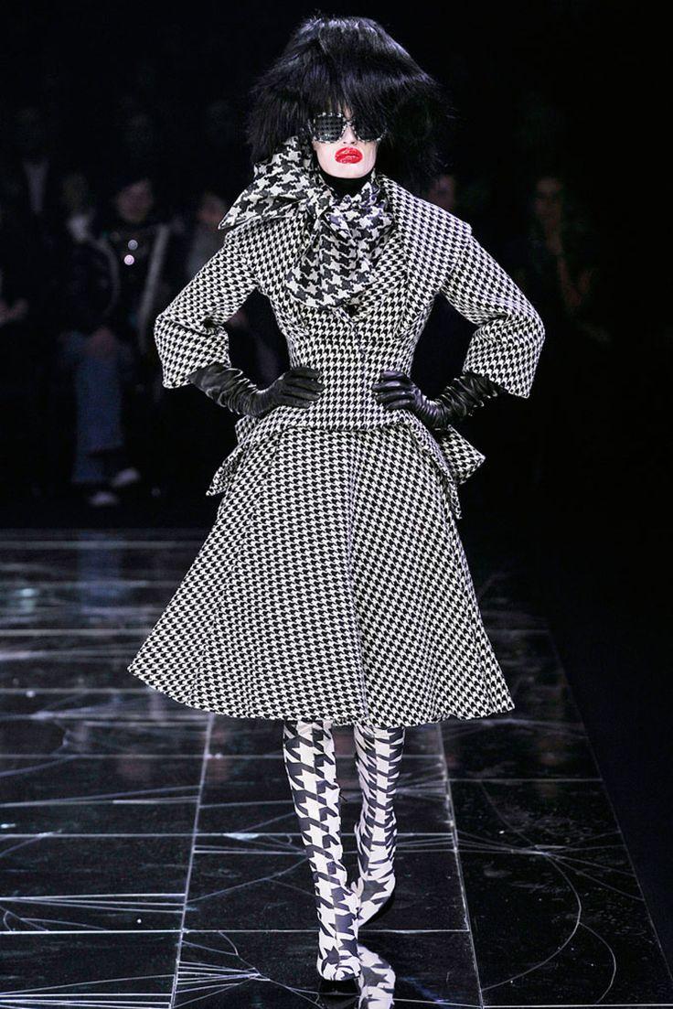 Alexander McQueen Fall 2009 Ready-to-Wear Collection Photos - Vogue