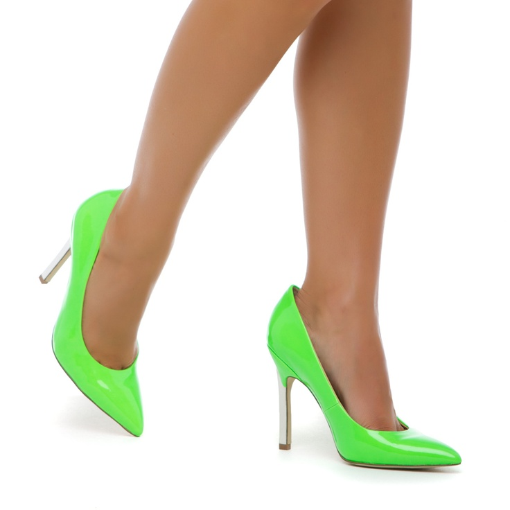 Danger >> Wowza!: Green Shoes, Green Pumps, Fashion Addiction, Parties Shoes, Classic Pumps, Awesome Colors, Neon Pumps, Summer Colors, Toe Shoes