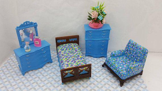 Renwal Bedroom Vanity Dresser Bed High boy Arm Chair Doll House Toy miniature Bedroom hard plastic #renwal #DollHouse #miniature #DollhouseToy #RenwalIdeal #SuperiorMarx #MinimalScratch #BedroomVanity #BedroomSet #TinLitho #dollhouse#miniatures#dolls#vintagetoys#retro#midcentury#marx#renwal#minimalscratch#etsyseller