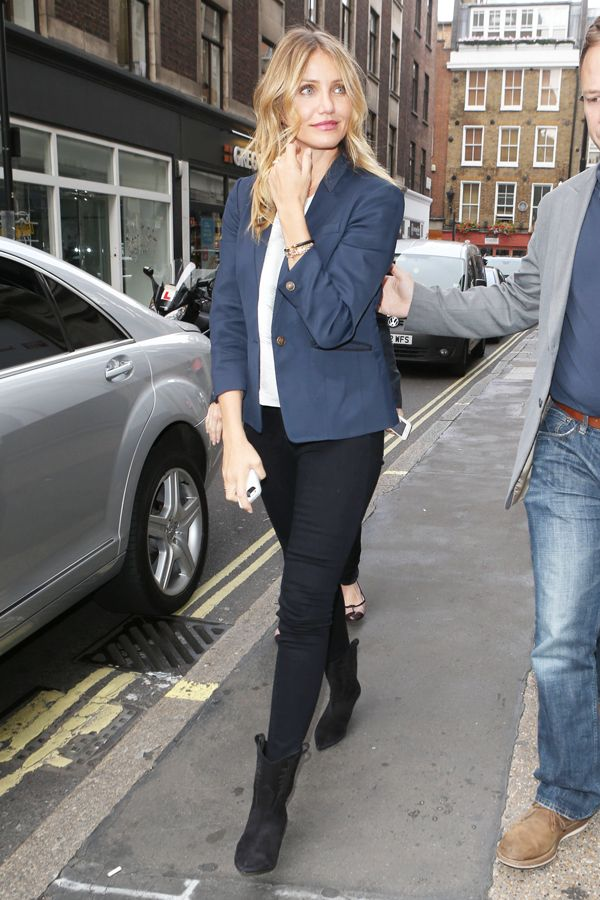 http://www.refinery29.com/2014/09/73869/cameron-diaz-casual-blazer-outfit#slide1 Sometimes, keeping it simple pays off. Right, Cameron?